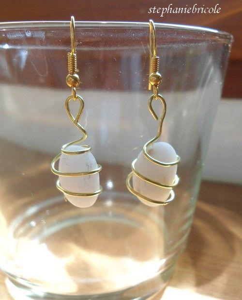 Faire des bijoux avec des petits cailloux galets verre - Faire des bijoux a la maison ...