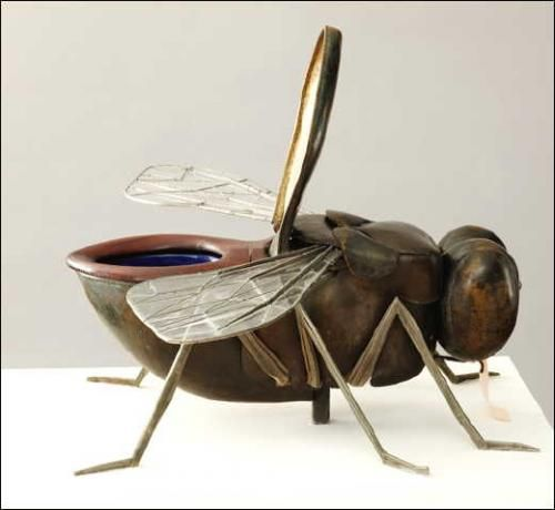 * Amazing toilet in the form of a fly, a perfect example of surrealist humor - François-Xavier and Claude Lalanne