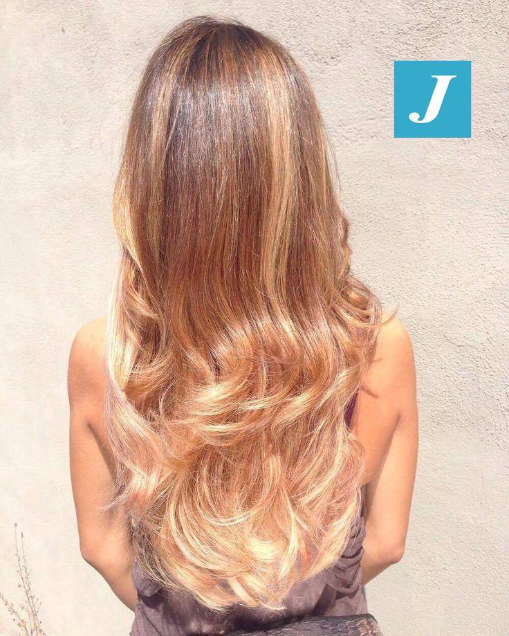Il sole bacia il Degradé Joelle. #cdj #degradejoelle #tagliopuntearia #degradé #igers #musthave #hair #hairstyle #haircolour #longhair #ootd #hairfashion #madeinitaly #wellastudionyc
