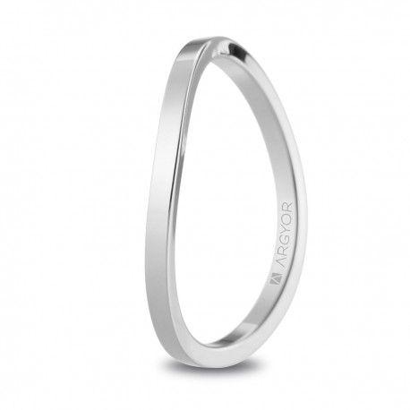 Alianza de boda de oro blanco con diseño asimétrico