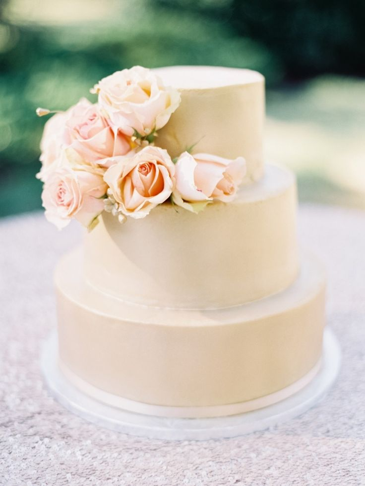 Such a simple, delightful wedding cake! See the wedding on Style Me Pretty: http://www.StyleMePretty.com/2014/02/20/williamsburg-virginia-wedding/ Laura Gorden Photography