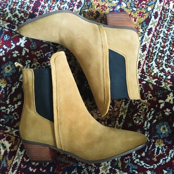 Report Signature Iggy tan Chelsea boots sz 7 Brand new never worn. Received as a birthday gift. Report Signature Shoes Ankle Boots & Booties