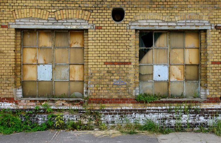 windows, vintage, industrial, stara rzeźnia, old slaughterhouse