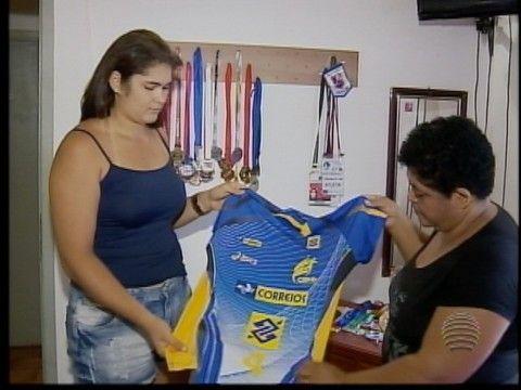 Luceliense comemora 1ª convocação para seleção brasileira de handebol +http://brml.co/1D6uP7J
