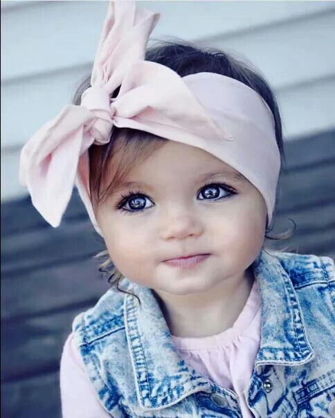 Love the headband and outfit and her sweet face. But who puts makeup on a precious baby face?! #littlegirloutfits