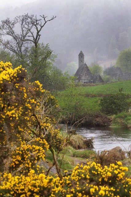 La chiesetta del monte.  Di Rosy Bermeo.