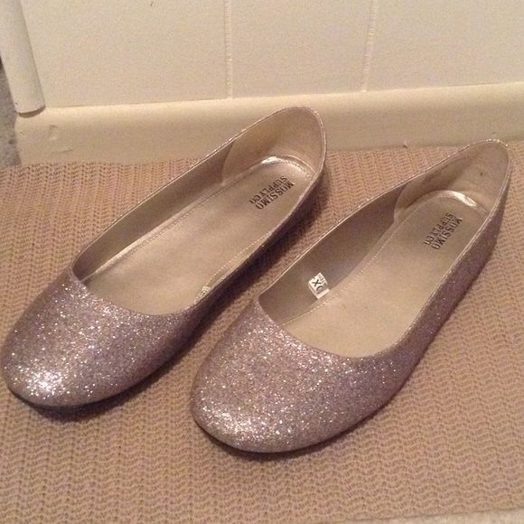 Mossimo size 11 women's sparkle flats Mossier women's size 11 multi-color sparkle flat. Worn once. Mossimo Supply Co Shoes Flats & Loafers