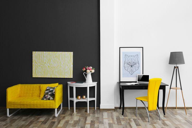 Biel i czerń to połączenie, które sprawdzi się w każdej stylizacji.  Drewniane stoliki można dopasować do wybranej aranżacji malując je na kolory  z palety Beckers Designer Universal :)