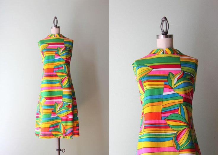 Arcobaleno mod anni sessanta Shift Dress abito Vintage anni 60 cotone floreale Abito / grassetto Shift di HolliePoint su Etsy https://www.etsy.com/it/listing/202472458/arcobaleno-mod-anni-sessanta-shift-dress