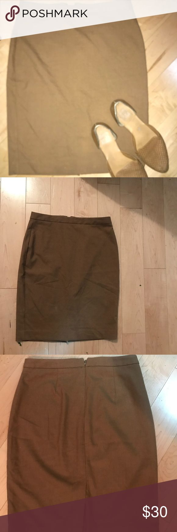 BNWOT Banana Republic Tan Pencil Skirt Size 0 BNWOT Banana Republic Tan Pencil Skirt Size 0  Received this as a gift and I Took the tags off but ended up being to big for me Banana Republic Skirts Pencil