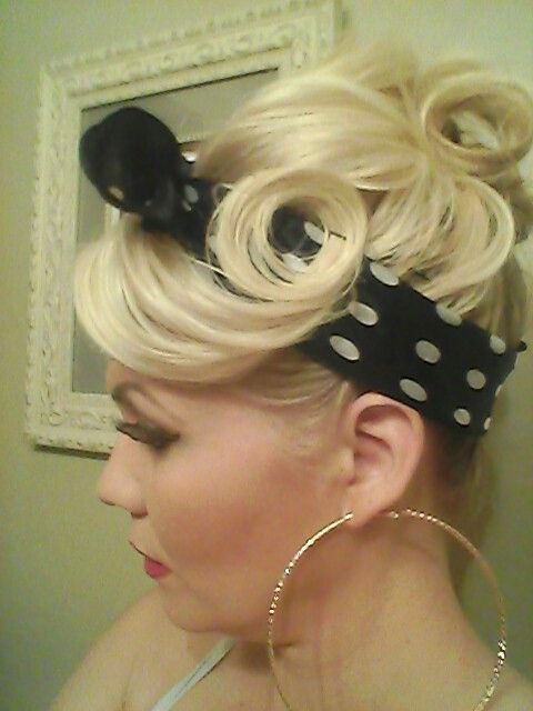 pin up hairstyle with black and white bandana