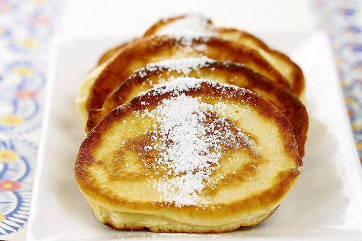 Przepis na naleśniki jest banalny - wystarczy wymieszać jajka, mleko i mąkę - i już gotowe! Z tych prostych składników powstają nieograniczone wręcz warianty: cieniutkie francuskie crepes i puszyste amerykańskie pancakes, naleśniki na słodko, wytrawnie, wegetariańskie i z mięsem. Nigdy ci się nie znudzą.