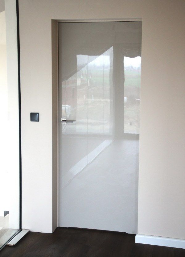 Szklane błyszczące drzwi :)
