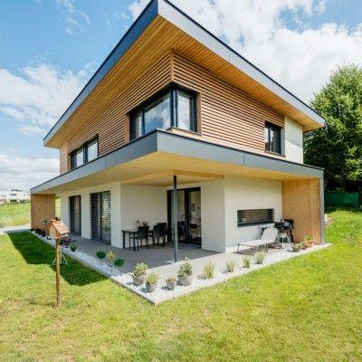Dieses Flachdachhaus läd zum Wohlfühlen ein. Durch die Holzfassade in Kombination mit architektonischen Elementen wird dieses Haus zu einem richtige…