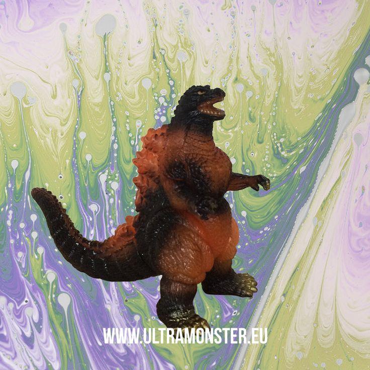 Small Godzilla figure from 1999. www.ultramonster.eu