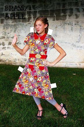 Muñeca de papel | 32 Sorprendentes disfraces para hacer tú misma que demuestran que Halloween está pensada para adolescentes