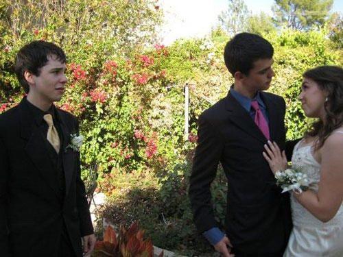 awkward prom photo third wheel