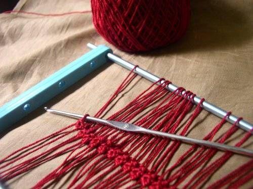 25 technieken om te haken, zoals hairpinlace haken een heel veel andere.  Meer over haken en breien kijk op www.knitenknot.nl
