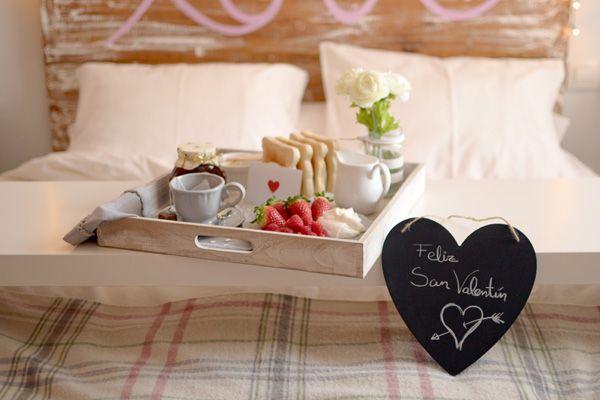 ¿Quieres sorprender a tu pareja en este San Valentín? Prepárale un romántico desayuno sorpresa para comenzar el día.