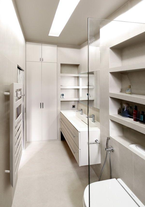 Les 25 meilleures id es concernant salle de bains troite for Idee salle de bain petit espace