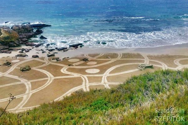 A gereblye mint ecset. Kreatív magyar az óceán partján. A gigantikus homokrajzokat sokan UFO-jelenségnek vélik