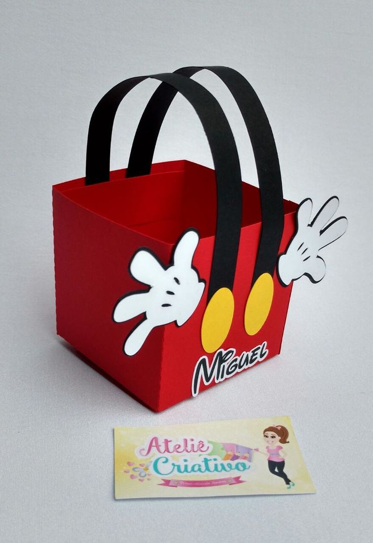 Linda caixa roupa Mickey Mouse ! Confeccionamos para a Minnie também ! Contate-nos e faça seu pedido ! PS: altura da caixa é de 7cm e a altura total é de 12cm.