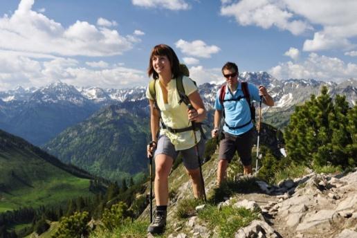 Fit & Aktiv in den #Allgäuer Bergen  Im Winter starten Sie direkt von der Haustüre in das Skigebiet #Oberjoch. Die Loipen sind ca. 300m entfernt. Schneeschuhwanderungen direkt ab Hotel  Im Sommer beginnen #Wanderwege und Walking-Parcours direkt am Hotel. Der Einstieg Salewa Klettersteig ist ca. 300 Höhenmeter entfernt. Mountainbikestrecken direkt am Haus. Downhillparcours, Kletterwälder, Sommerrodelbahnen, Golfplätze in direkter Umgebung.  #Biohotel Mattlihüs****