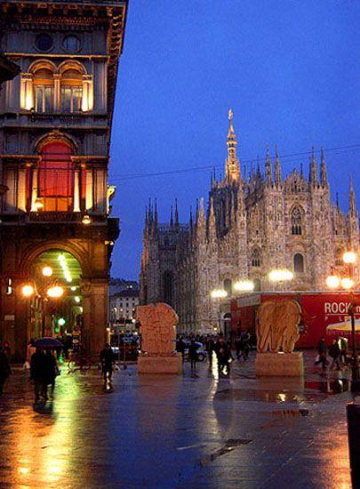 メルカンティ広場 ミラノ旅行・観光のおすすめスポットを集めました。