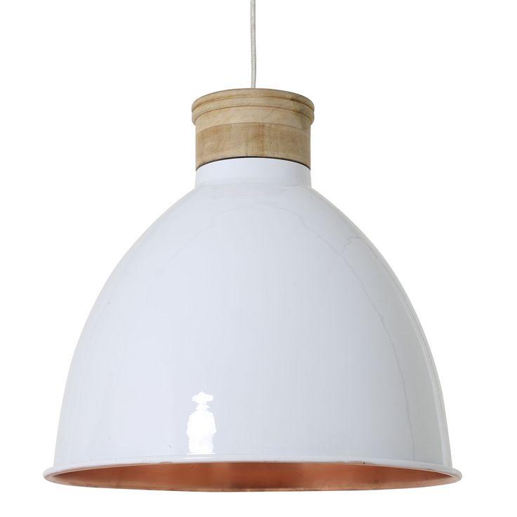 Hanglamp Milou XL heeft een witte buitenkant met houten details en een bijzondere koperen binnenkant voor warm en sfeervol licht. Een stijlvol en tijdloos ontwerp dat in verschillende stijlen geplaatst kan worden. Plaats de lamp in een interieur met aardetinten om die warme sfeer af te maken. Hanglamp Milou heeft een hoogte van 40cm en een diameter van 42cm. Deze mooie hanglamp is afkomstig van het merk Light & Living.