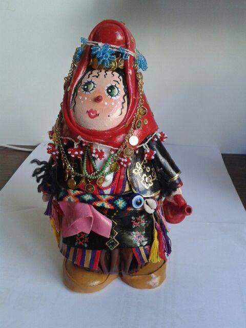 yöresel kıyafetli taş bebek
