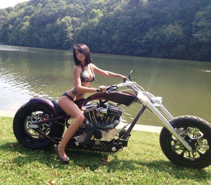 Raunchy biker chicks — photo 10