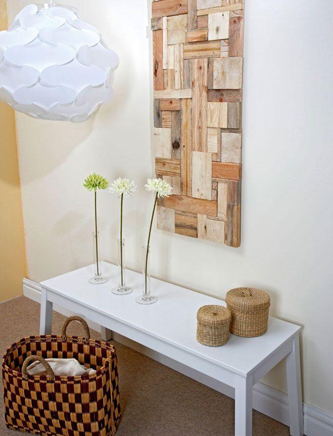 Come recuperare il legno in maniera creativa Invece di finire nel caminetto possiamo riciclare scarti di legno trovando un adeguato impiego nella composizione di un patchwork decorativo che fa la s...