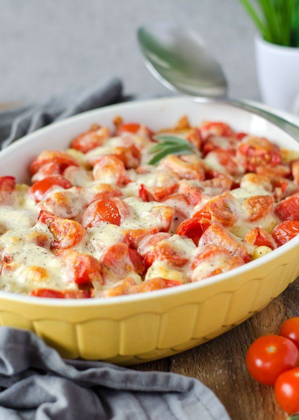 Vier Zutaten Gnocchi-Auflauf mit Tomate und Mozzarella. Vegetarisch und super lecker! Feierabendküche, Soulfood. Recipe also in english!