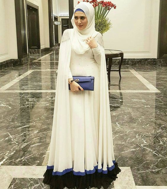 New latest style abaya dress brings versatile glam on them with contrasted hijab. Gown style, side