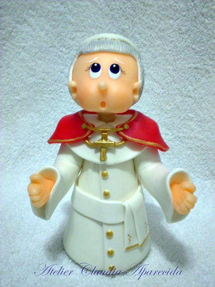 São João Paulo II modelado em biscuit com características infantis.  Elo7 - Atelier Claudia Aparecida