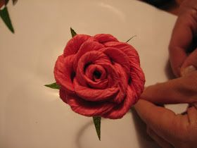 Dalla A allo Zucchero: Fiori di Carta Crespa: Rosa (piega a caramella)