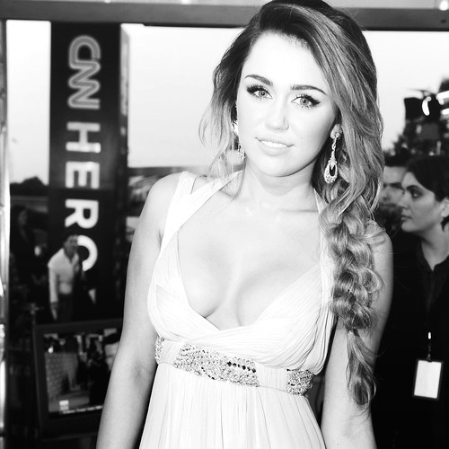 .: Miley Cyrus, Makeup, Hairs, Braids, Hair Style, The Dresses, Beautiful People, Beautifulpeople, Mileycyrus