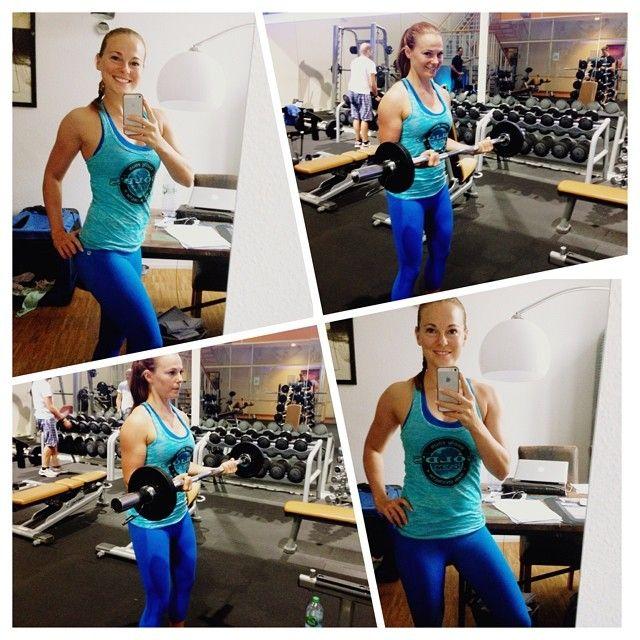 Mareike im Gold's Gym Tank und Fabletics Legging.