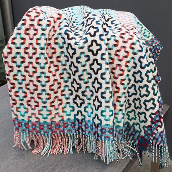 """Plaid von Margo Selby """"Whitstable"""", Dimensionen: 180 x 140 cm. Die ganz neuen Plaids aus reiner Schurwolle sind im Designstudio Margo Selby entworfen und in einer traditionellen Weberei in Schottland hergestellt."""