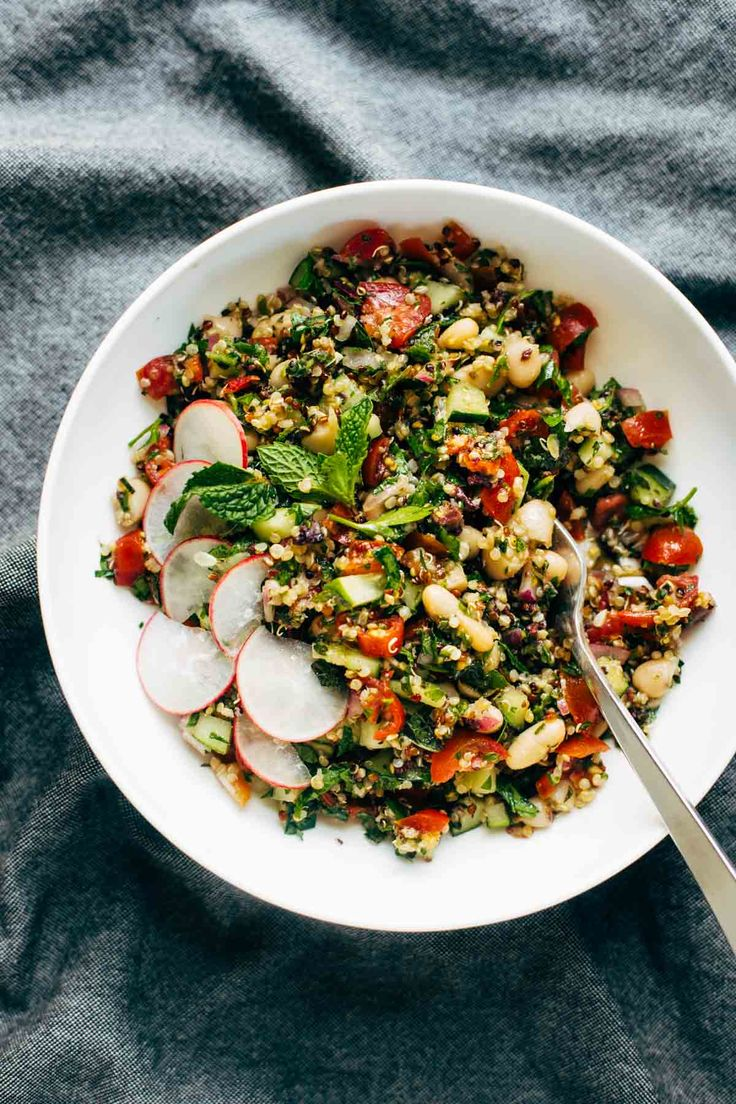 Chopped Greek Salad - clean eating with TONS of flavor! cucumbers, tomato, kalamata olives, red onion, mint, parsley, quinoa, and a lemon olive oil drizzle! vegan, vegetarian.   pinchofyum.com