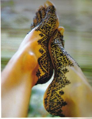 Unconventional area to apply mehendi on feet