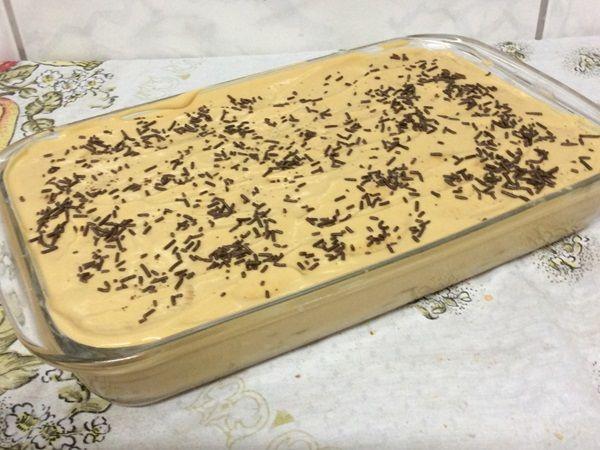 A Torta de Biscoito com Doce de Leite é uma sobremesa prática e deliciosa para oferecer aos seus familiares e convidados. Experimente! Veja Também:Torta d