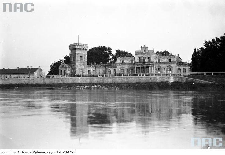 Widok na Pałac Lasockich od strony Wisły.
