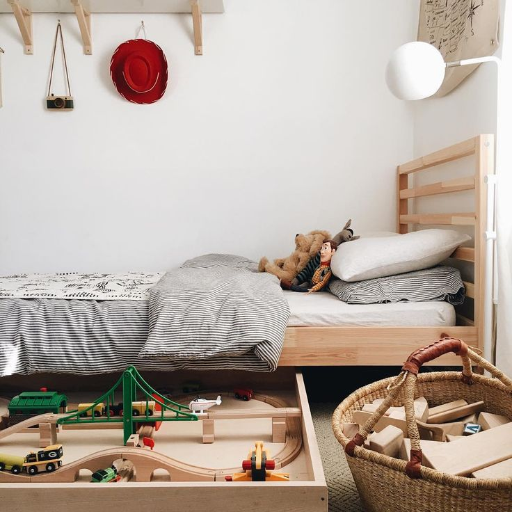 Under-the-bed train table was a rip-roaring success. | kids rooms