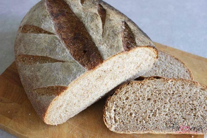 Een mooi basic brood voor alle dag; lichtbruin brood op basis van volkorenmeel, tarwebloem en roggemeel. Wederom een mooi recept uit het 2e boek van Levine!