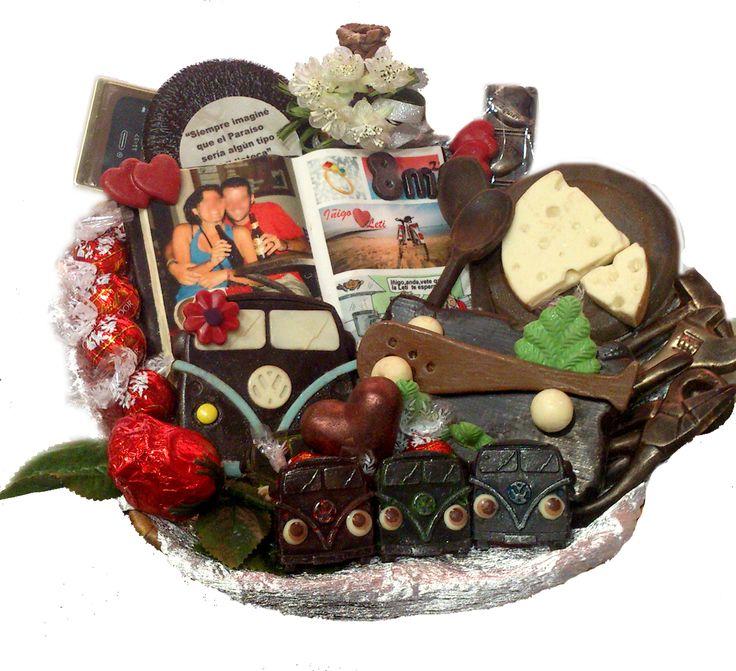 Cesta de  regalo de chocolates personalizados cien por cien www.disfrutalovitoria@gmail.com