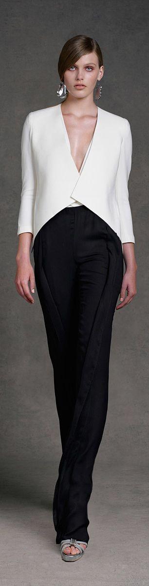 Donna Karan ~ Resort 2013. #calça #camisa branca #preto&branco #manga