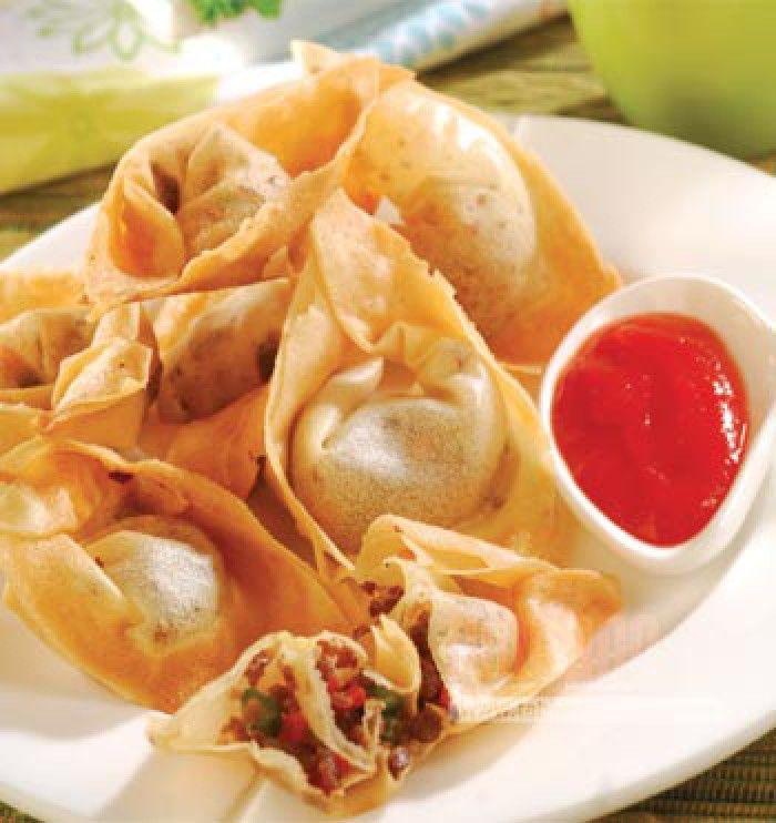 Indofood! Pangsit is van oorsprong een chinese snack maar is ook in de indo keuken opgenomen. Voor het lekkerste recept google naar Roy's recepten