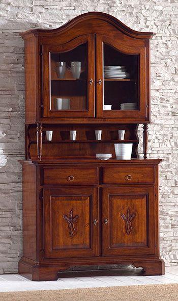 www.mobilificiomaieron.it - 0433775330 - https://www.facebook.com/pages/Arredamenti-Rustici-in-Legno-Maieron/733272606694264 . Credenza Completa intagliata Euro 676 + Spese di spedizione. Spedizione in tutta Italia.  Credenza in legno massello adatta ad arredamenti classici, o arredi case in montagna, o arredi classici in stile. Composta da Base 2 ante 2 cassetti e sopralzo 2 ante VETRO Colorato noce con cornice sagomata . Merce nuova e di ottima qualità e completamente in legno massello