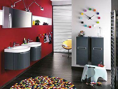 des accessoires de salle de bain de couleur flashy apports avec modration dynamisent le mur rouge - Accessoire De Salle De Bain Rouge